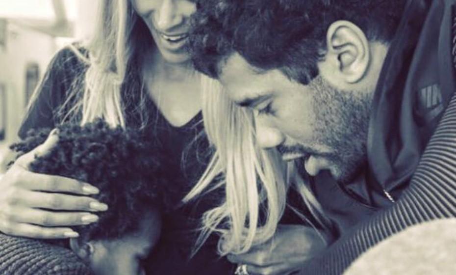 A cantora Ciara anunciou a sua gravidez via Instagram em outubro de 2016: «Neste aniversário especial recebi uma abundância de amor de amigos e familiares... e estou feliz por finalmente partilhar um dos maiores presentes que Deus me poderia dar...»