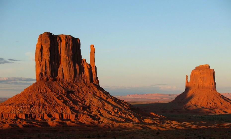 'Westworld', Utah, EUA – Estreou em outubro do ano passado e baseia-se no filme homónimo de 1973. Em Westworld fica-se maravilhado com as majestosas paisagens de Utah. As montanhas rochosas de Castle Valley e Fisher Valley ficam muito próximas da cidade de Moab, o spot ideal para explorar os Parques de Arches e Canyonlands.