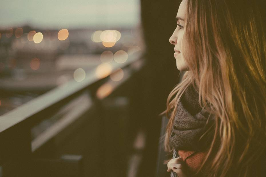 Pratique a Observação Consciente - Observe-se. O que tem feito, dito, pensado. As posturas de corpo que tem escolhido. A forma como tem interagido. A forma como tem falado consigo mesma. Veja agora mais além, com outros olhos, o impacto que essa forma de estar teve na sua vida até agora. Sem julgamento. Só observe.