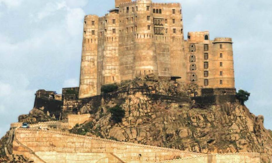 4. Alila Fort Bishangarh, na Índia, abre no próximo mês, em fevereiro. É uma fortaleza com 230 anos de idade amorosamente restaurada e transformada um resort de luxo. O forte Bishangarh é um exemplo original da arquitetura de Jaipur Gharana influenciada por Mughals e pelos Ingleses.