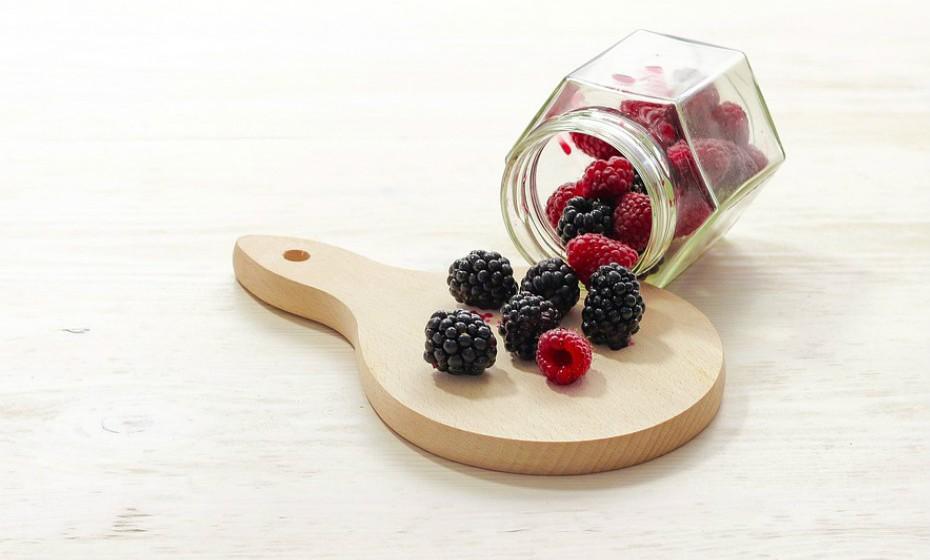 Alguns alimentos são conhecidos por retardarem o envelhecimento como, por exemplo, os frutos silvestres (para o cérebro, pele e olhos), …