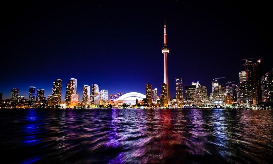 9. Toronto, Canadá, é uma das cidades mais seguras do mundo. Em janeiro de 2015, Toronto foi considerada pelo 'Economist' a melhor cidade do mundo para se viver.