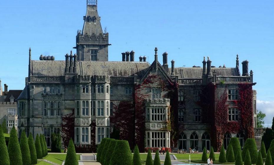 9. Adare Manor, Irlanda, tem prevista a abertura para setembro. Esta mansão neogótica do século XIX terá um spa revitalizante, piscina, cinema, uma nova ala inteira de quartos luxuosos (com capacidade para 104 quartos) e um campo de golfe.