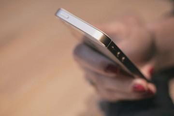 Um quinto dos adultos espia secretamente as contas de Facebook dos amigos