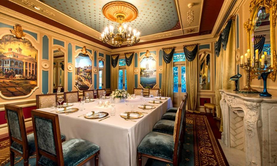 Entre num mundo onde a grandeza e a imaginação são o pano de fundo para a magia gastronómica acontecer.
