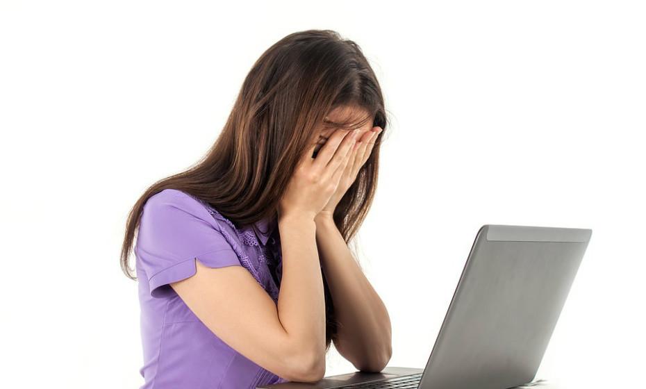 Reduza a leitura ou o uso pesado de computadores, pois pode piorar o olho seco porque não está a piscar com frequência.