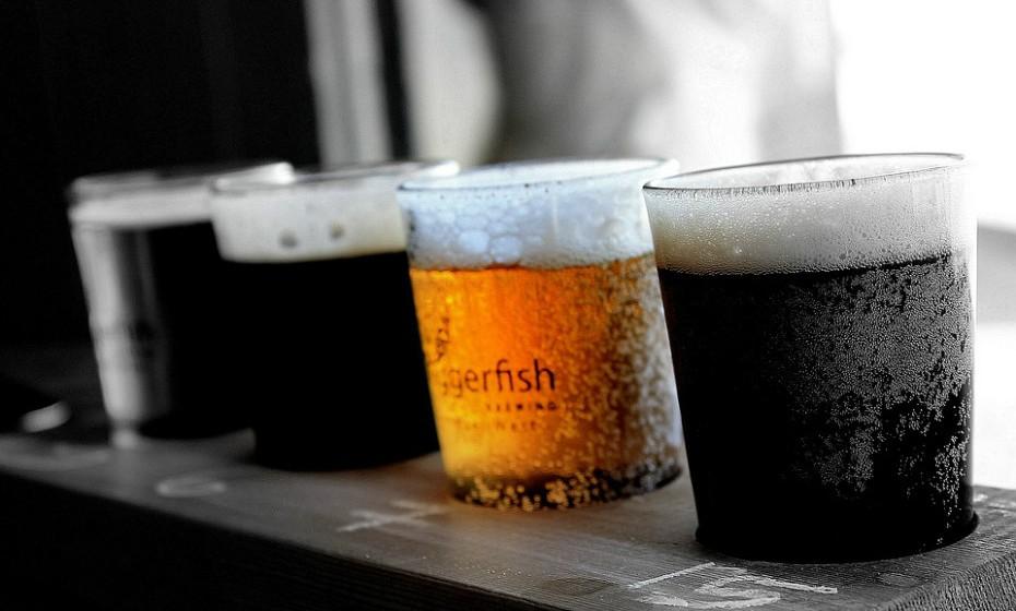 Se beber quatro cervejas, o melhor que pode fazer para perder essas calorias é jogar futebol durante 68 minutos.