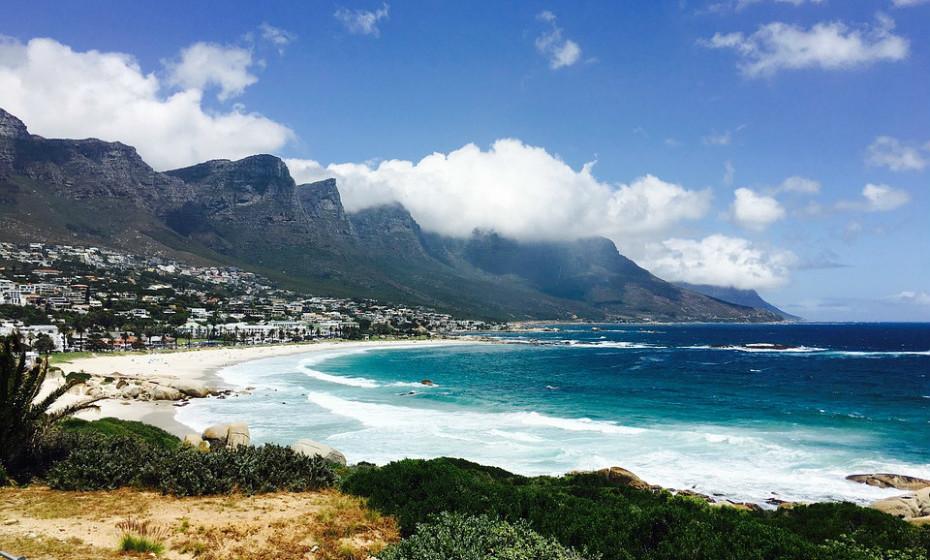 21. Praia Camp's Bay - África do Sul