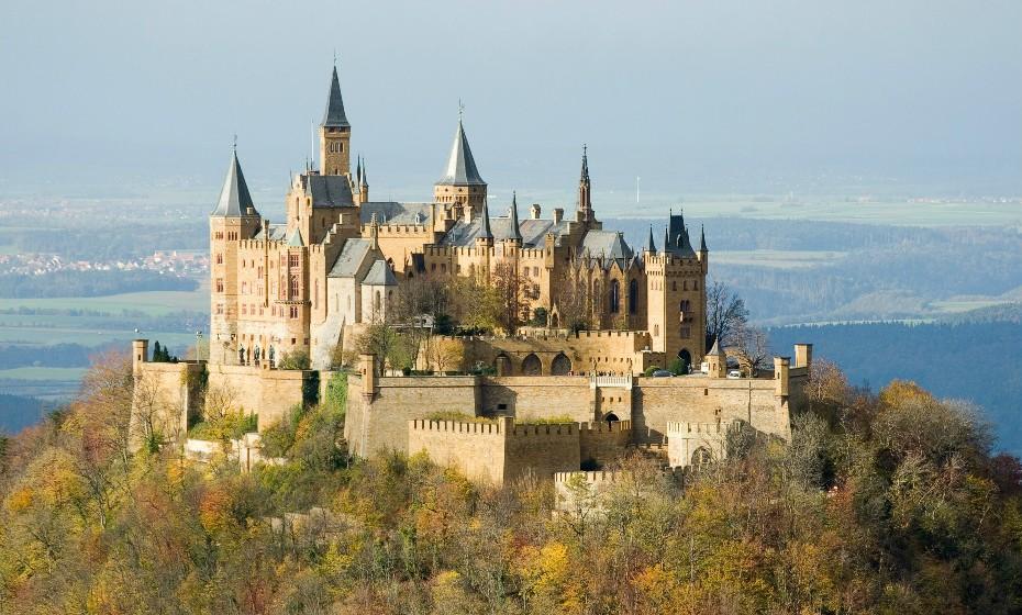 O Castelo de Hohenzollern é um palácio fortificado da Alemanha situado a cerca de 50 km de Estugarda. Foi a residência dos condes suábios a partir da primeira metade do século XI. Durante a Idade Média, a família Hohenzollern chegou ao poder e governou o Reino da Prússia, Brandemburgo e o Império Alemão até ao final da Primeira Guerra Mundial.