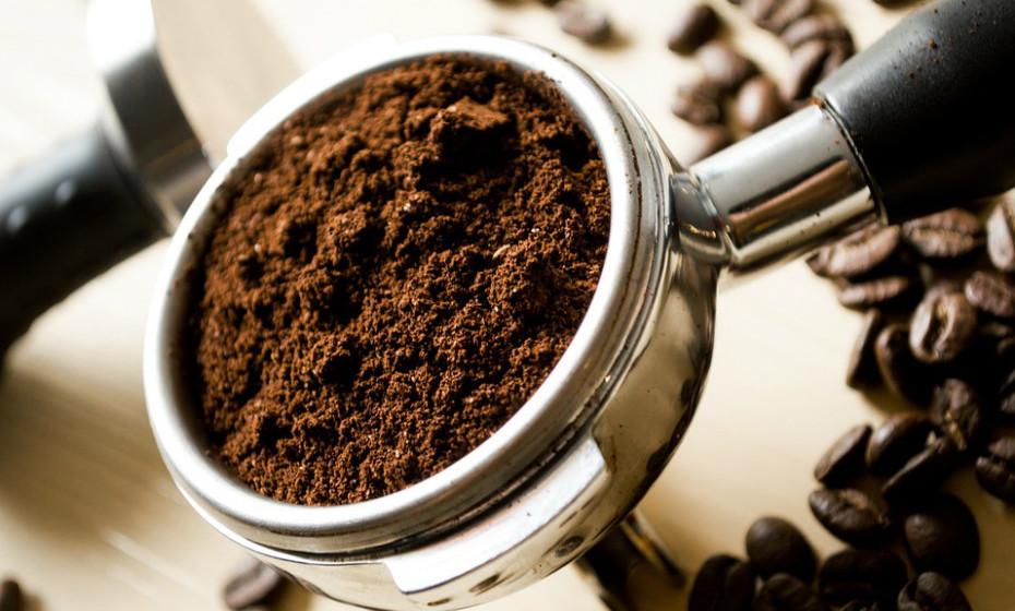 O consumo diário de cafeína pode aumentar o metabolismo até 11% e ajudar a queimar gordura até 13%.