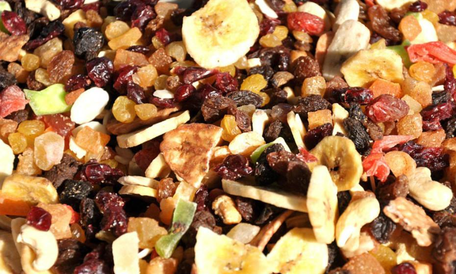 … óleo de coco e azeite, frutos secos oleaginosos (nozes, amêndoas, castanhas de caju), peixes (atum, sardinha, entre outros) também são excelentes escolhas.