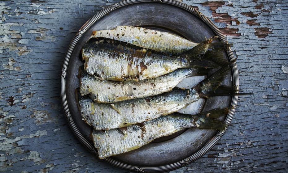 Tome omega-3 como, por exemplo, óleo de peixe ou óleo de linhaça (1000-1500 mg de DHA / EPA) para ajudar a melhorar a quantidade lacrimal.