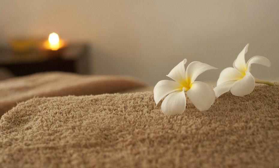 Existem também diversos tratamentos estéticos, como massagens e drenagens linfáticas, que podem ser um bom aliado no combate à celulite.
