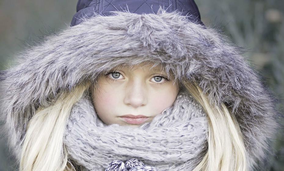 Use lágrimas artificiais de venda livre ou gotas oculares de lubrificante até quatro vezes ao dia.