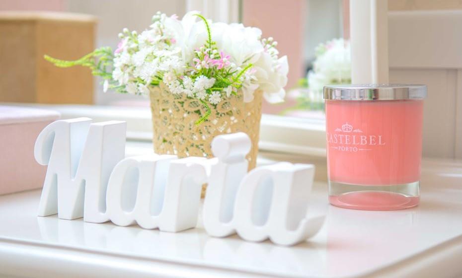 Os vasinhos e outros acessórios personalizados são sempre excelentes apontamentos.