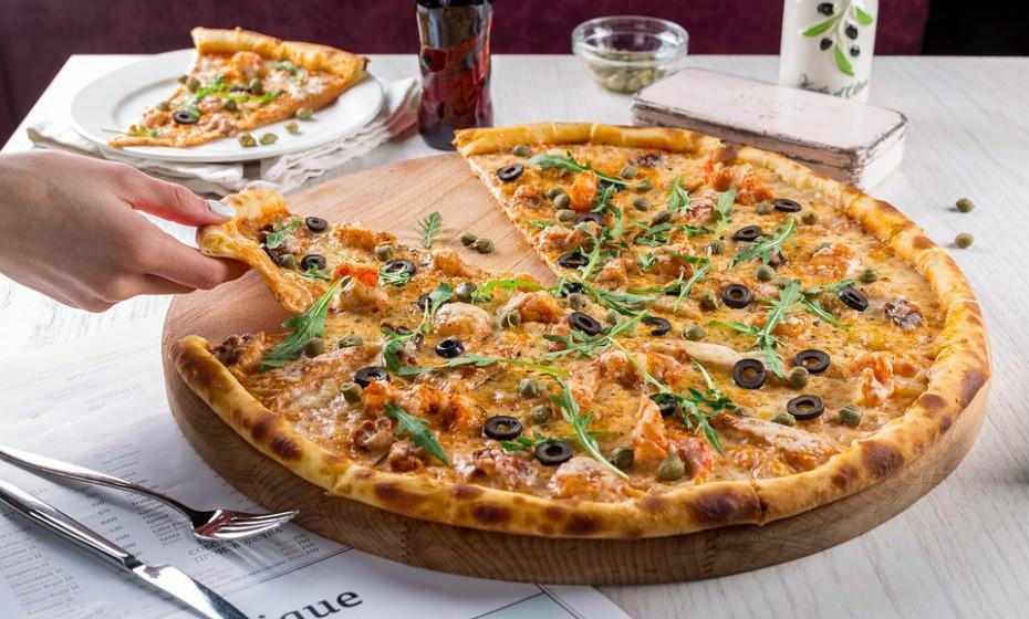 Uma fatia de pizza de frango e queijo tem cerca de 450 calorias, o que equivale a um 'castigo' de fazer a 'onda' 2194 vezes.