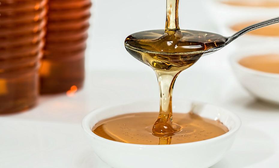O mel contém vestígios de vitaminas e minerais, assim como uma abundância de antioxidantes benéficos. O seu consumo pode ajudar a aumentar os níveis de antioxidantes no sangue. Ainda assim, não deve ser consumido em excesso.