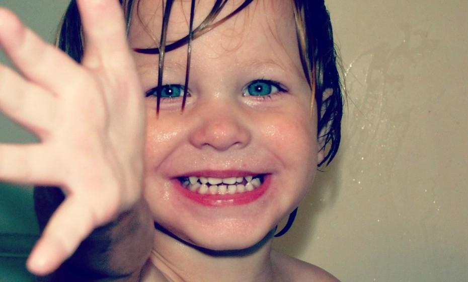 É importantíssimo a prática de uma boa higiene para diminuir a ameaça de infeção. Incentivar a criança a lavar as mãos depois de ir à casa de banho ou antes de comer, tapar a boca quando tosse e nunca partilhar a sua escova de dentes. Além disso, substitua a escova de dentes depois da recuperação de uma doença do género (tosse, gripe…).