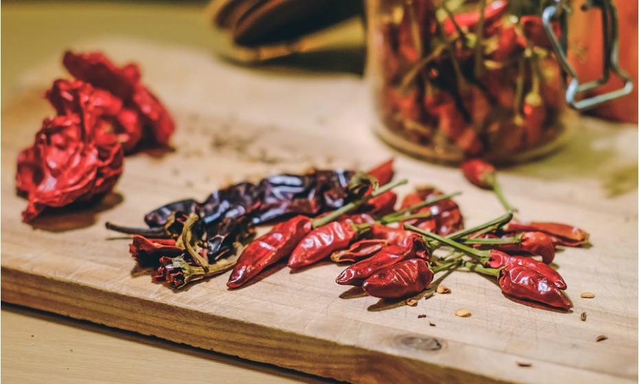 Algumas bexigas ficam mais irritadas quando são consumidos alimentos ácidos como molho de tomate, alimentos picantes ou fruta cítrica.