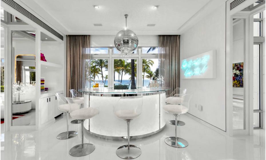 Uma divisão da casa com um aspeto mais neutro e sofisticado.