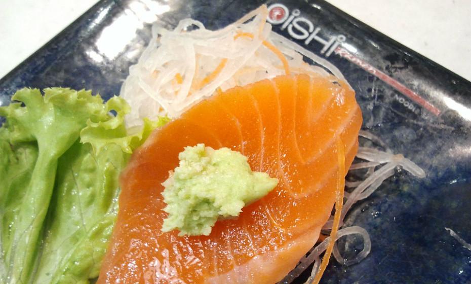Nunca deixe o peixe fora do frigorifico por mais de uma ou duas horas. As bactérias multiplicam-se rapidamente à temperatura ambiente.