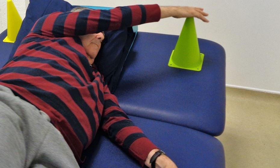 Treino de mobilidade no leito – engloba os movimentos que realizamos para nos deslocarmos/movermos na cama (ex: virar de lado).