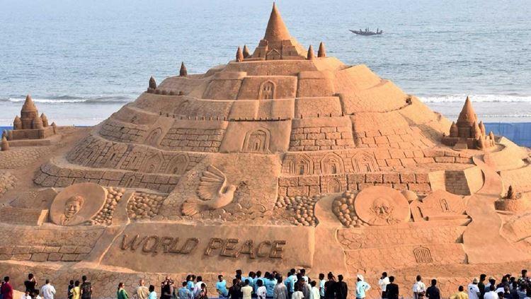 Indiano bate recorde do Guiness com o maior castelo de areia do mundo