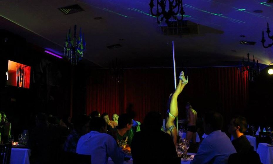 No 'The Lingerie Restaurant', no Porto e com abertura em Lisboa a 10 de fevereiro, o casal pode encontrar um conceito inovador, onde cozinha de autor, performances eróticas e empregados em lingerie são alguns dos ingredientes que animam o jantar.