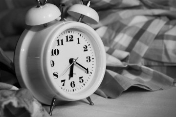 Idosos precisam de dormir tanto como os estudantes universitários