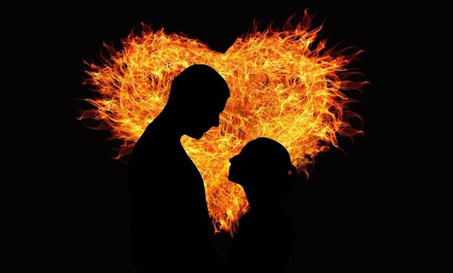 «No amor e na guerra vale tudo», John Lyly, poeta inglês do século XVII.