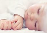 Os bebés não vêm com manual de instrução e as primeiras noites podem ser verdadeiros desafios. Conheça algumas dicas úteis para ajudar o seu filho a dormir durante a noite.