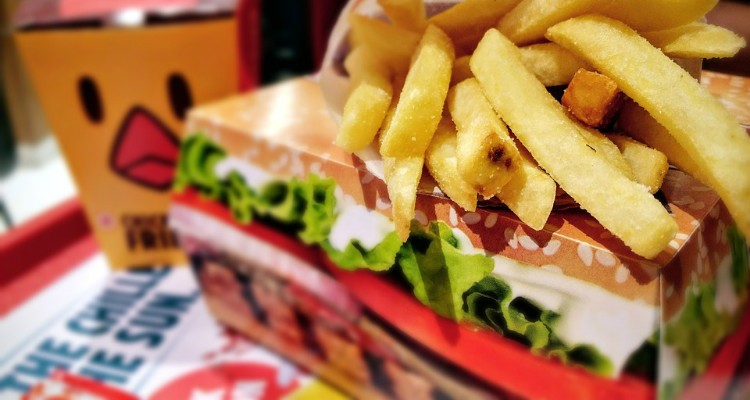 Embalagens de fast food contêm produtos químicos nocivos