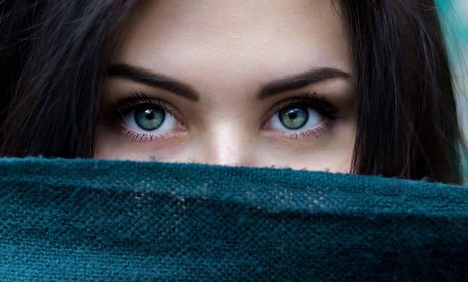 Os olhos secos sazonais são bastante incómodos e agravam-se sobretudo no inverno. Mas existem algumas coisas que podem ajudar a aliviar os sintomas. Confira as dicas de uma oftalmologista.