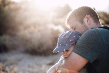 Atividades entre pai e filho promovem laços afetivos entre ambos, melhoram habilidades parentais e fomentam o desenvolvimento psicológico da criança. Veja estas sugestões de atividades para fazerem no Dia do Pai, assinalado a 19 de março.