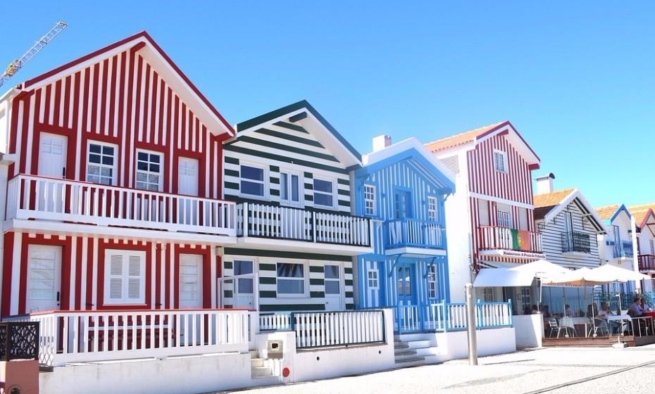 Podem ir até Aveiro, a cidade conhecida como a Veneza portuguesa. Descubram a arquitetura e a doçaria regionais. Aproveitem ainda para dar um passeio de moliceiro ou um saltinho até à Costa Nova.