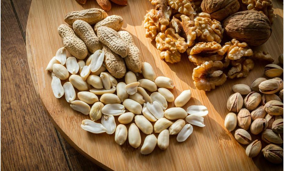 Uma boa ideia para um snack é um mix de frutos secos. Combine várias frutas desidratadas e frutos secos como nozes, avelãs, amêndoas, noz, etc. Os frutos secos contêm uma grande variedade de nutrientes benéficos e têm sido associados a uma série de benefícios para a saúde, em particular quanto ao controlo de açúcar no sangue.