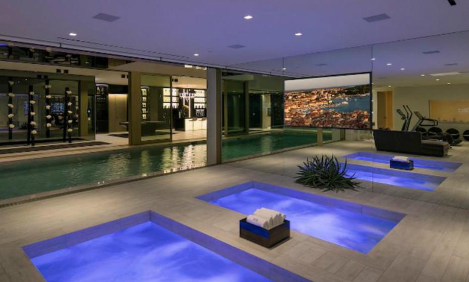 Opus está listada na agência imobiliária Hilton & Hyland.
