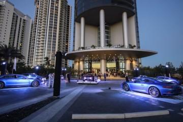 Foi com toda a pompa e circunstância que o Grupo Porsche apresentou o seu mais recente projeto de luxo… e não é um carro. Chama-se Porsche Design Tower Miami e é uma torre residencial que leva para o mercado imobiliário o design funcional, inovação tecnológica, vanguarda e estilo icónico da marca alemã. E, veja-se, tem um elevador automóvel para os residentes terem o carro mesmo à sua porta. Um Porsche, de preferência. Veja as imagens.