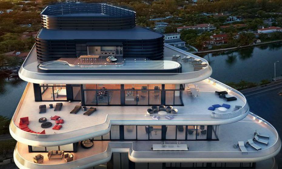 Faena House - Miami Beach, EUA: Esta penthouse de 5 quartos oferece mais de 700 metros quadrados de terraços envolventes com vista para o Oceano Atlântico, Miami Beach e um pátio adicional no último andar, com uma piscina infinita de 22 metros.