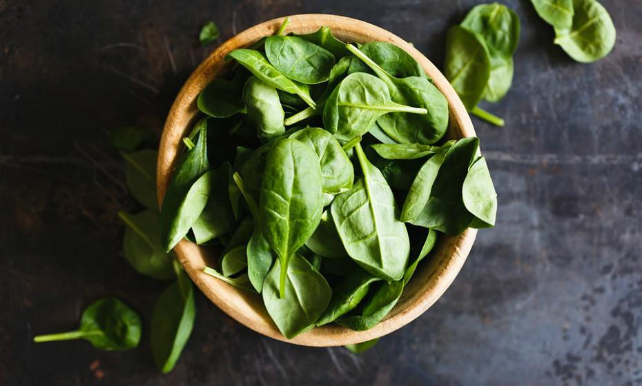 Os vegetais são outra parte necessária de uma dieta saudável. É recomendado o consumo de duas chávenas e meia de vegetais por dia. O pobre consumo de vegetais levou a uma estimativa de 7,6% mortes relacionadas com a alimentação.