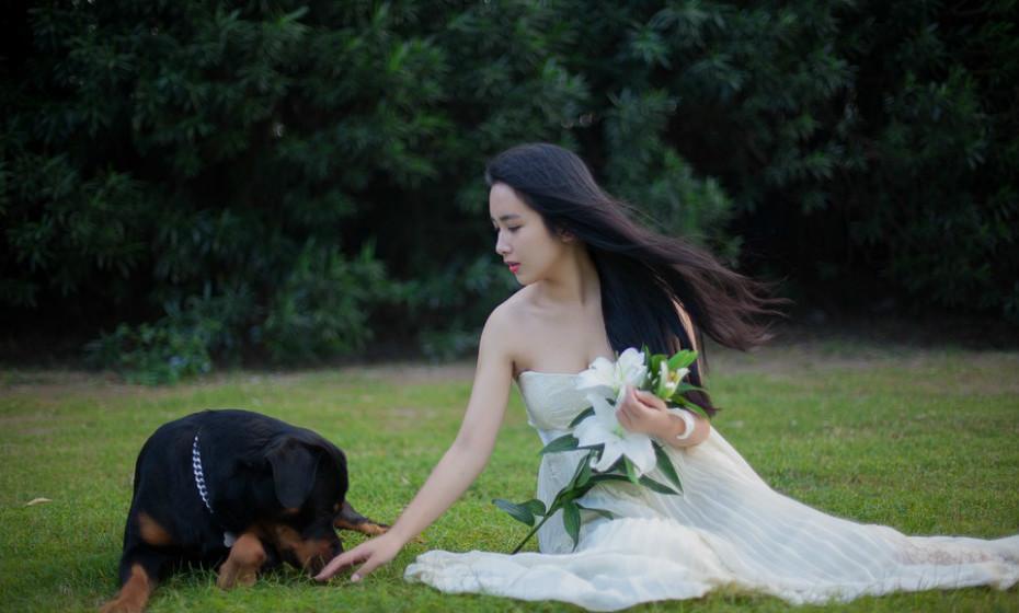 Se está a planear incluir o seu animal de estimação no casamento, certifique-se de que ninguém que estará na festa nupcial é alérgica.