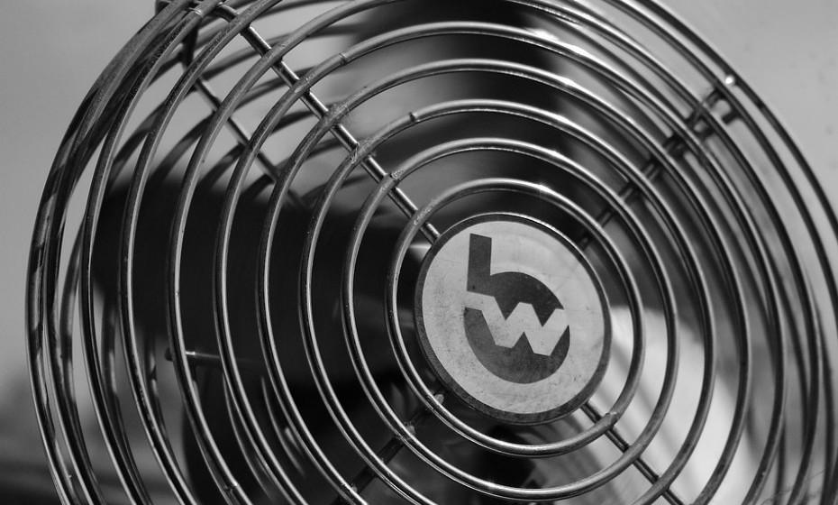 Coloque um filtro HEPA ou um ventilador em casa para fazer circular o ar melhor.