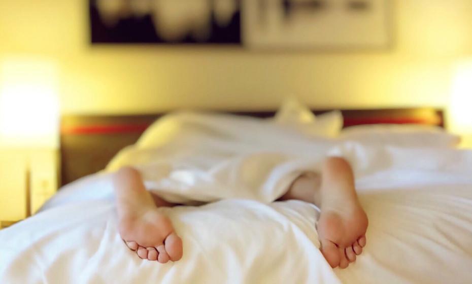 Faça uma mudança gradual indo para a cama e acordar 10-15 minutos mais cedo nas noites anteriores à da efetiva mudança, dia 26 de março neste caso. Isto ajuda o relógio circadiano a ajustar-se lentamente.