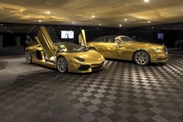 a mansão inclui um Lamborghini Aventador e um Rolls-Royce Dawn, ambos banhados a ouro.
