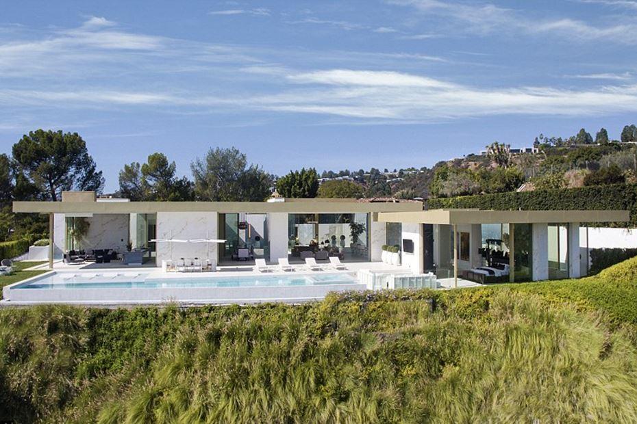 Mansão De Luxo à Venda Em Beverly Hills Inclui Um Lamborghini E Um Rolls  Royce