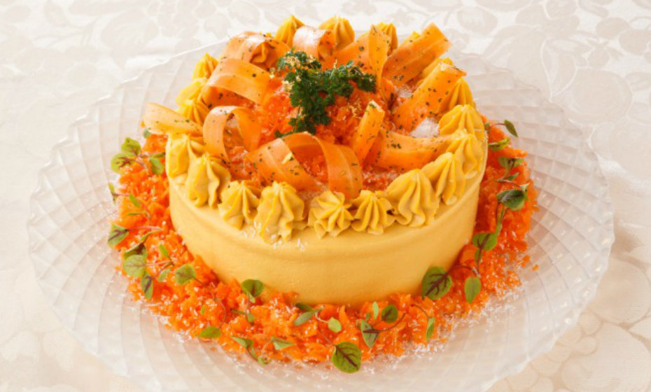 Esta criação obteve esta cor devido à cor vibrante das cenouras. Contém ainda aipo e rabanetes.