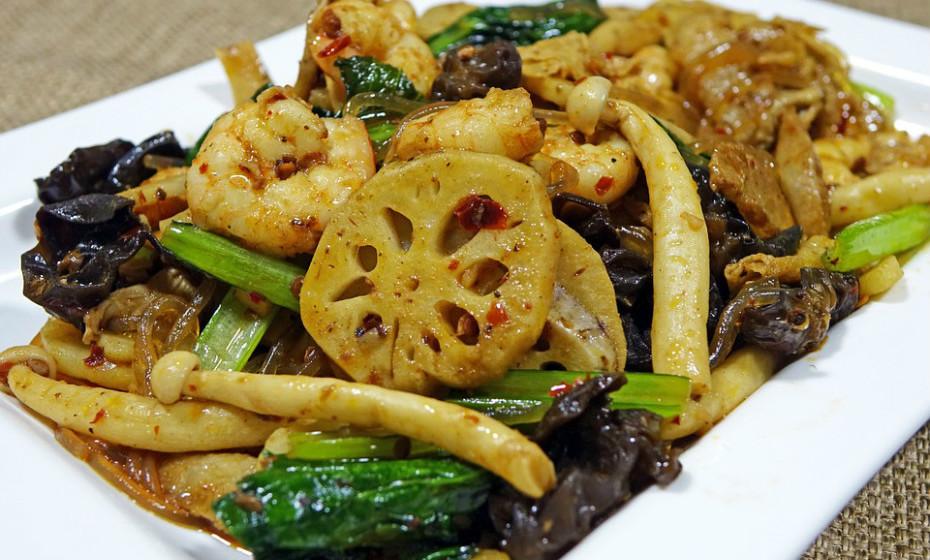 O glutamato monossódico é um potenciador de sabor adicionado a alguns alimentos processados chineses. Alguns relatórios científicos apontam esta substância como a possível potenciadora de enxaquecas.