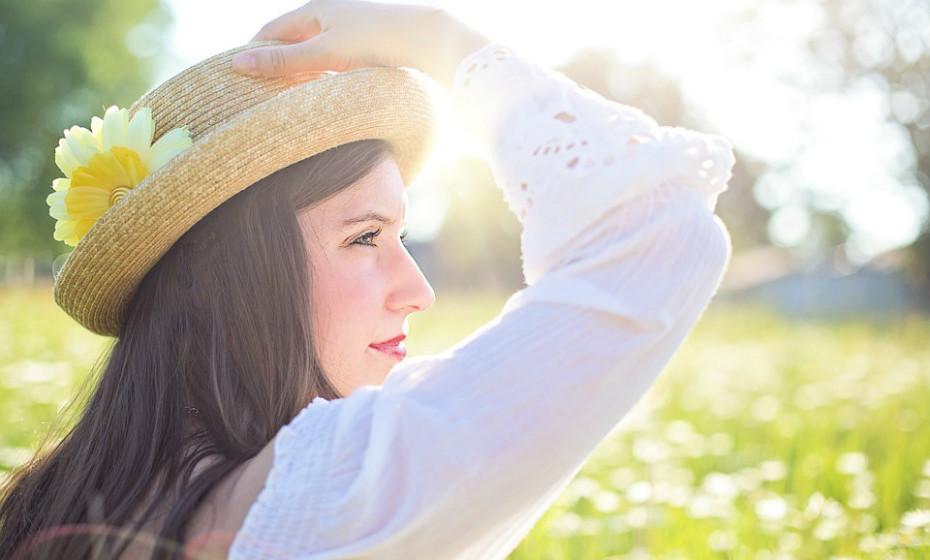 Minimize o tempo ao ar livre quando há contagens elevadas de pólen, como no início da manhã.
