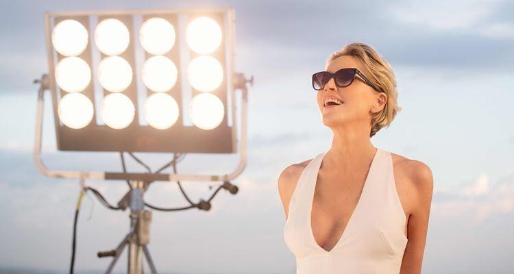Sharon Stone dá a cara em campanha de lentes progressivas