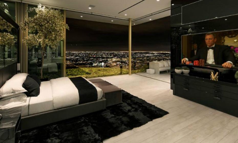 A mansão tem 7 quartos e oferece as vistas mais incríveis de Los Angeles, desde o centro da cidade até ao Oceano Pacífico
